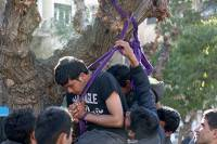 Пакистанские мигранты пытались повеситься в центре Афин