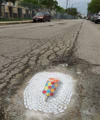 В Чикаго решили, что выбоины на дорогах можно превратить в произведение искусства