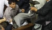 Миссия Европарламента рекомендует разрешить спикеру наказывать парламентских дебоширов