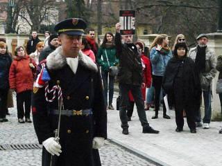 Возле президентского в дворца в Чехии проходит пикет в поддержку Надежды Савченко