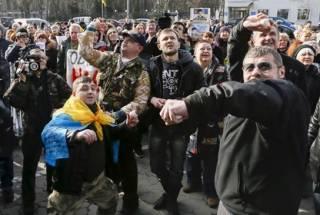 В российском посольстве в Киеве разбили окна и камеры наблюдения