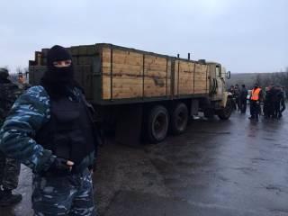 В Изварино прибыли российские фуры с боеприпасами /разведка/