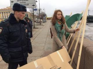 В Питере на побережье возле Эрмитажа появилась большая надпись в защиту Савченко