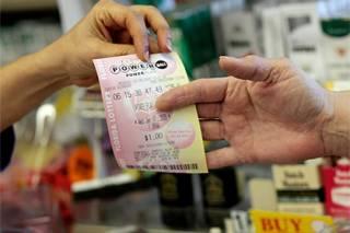 Безработный индиец разбогател, купив на последние деньги лотерейный билет