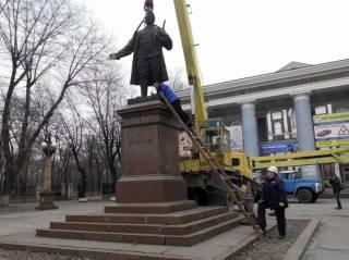В Запорожье принялись демонтировать памятник Кирову