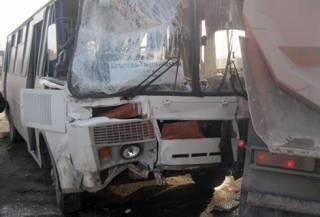 На Хмельнитчине столкнулись фура и автобус. Травмированы шесть человек