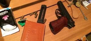 В Киеве мужчина стрелял по прохожим и полицейским с балкона квартиры