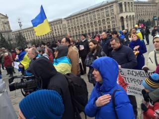 В центре Киева сотни людей почтили память погибших на Донбассе