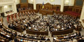 КС решил, что изменения в Конституцию могут приниматься на любой очередной сессии ВР