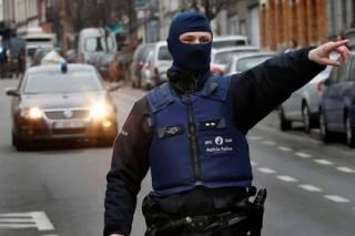 Бельгийская прокуратура подтвердила факт задержания важных подозреваемых в деле о терактах в Париже. Олланд требует экстрадиции