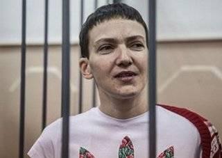 Савченко привезли в суд для оглашения приговора, она еле держится на ногах