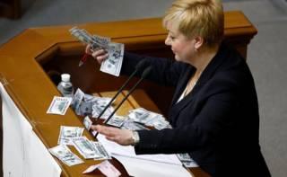 Гонтарева рассказала, сколько тратит в месяц. Рядовой украинец нервно закурил