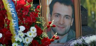 В Киеве начались похороны Георгия Гонгадзе. Тело везут к месту погребения