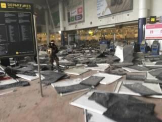 По данным СМИ, перед терактом в аэропорту Брюсселя были слышны крики на арабском и стрельба