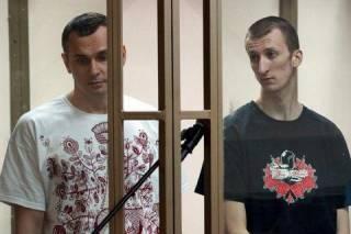 Россия официально признала Сенцова и Кольченко гражданами Украины