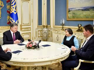 Президент рассказал матери Савченко обо всех шагах, которые предпринимает для ее освобождения
