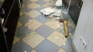 В Броварах неизвестные с топором ограбили ювелирку