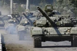 В Стаханов верхом на танках заехали российские военные