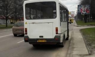 Во Львове маршрутку обстреляли прямо во время движения
