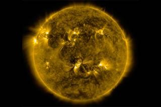 Астрофизики не исключают возникновения на Солнце супервспышки, которая может уничтожить все живое на Земле.