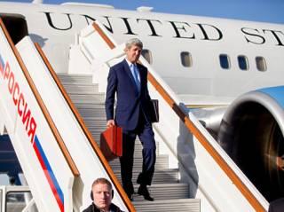 Керри привез Путину сюрприз в красном чемоданчике. Правда, отказался показать что там