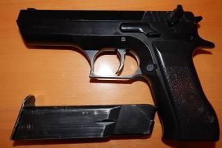 На Полтавщине третьеклассник принес в школу пистолет из зоны АТО