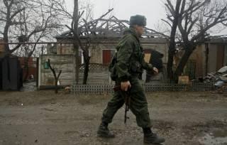На Донетчине люди избили российского наемника, который в пьяном угаре заминировал частное подворье