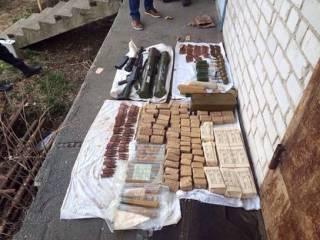 На Киевщине накрыли «коллекцию» оружия из АТО. Владелец объяснил, что собирал ее «для защиты от вражеского агрессора»