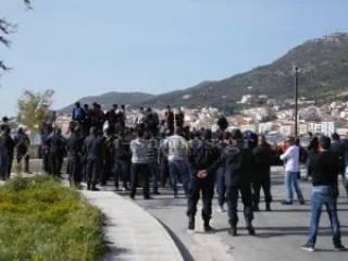 Толпа мигрантов устроила беспорядки на греческом острове Самос