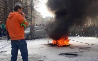 В Нацгвардии прокомментировали горящие шины в центре Киева