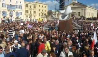 На Мальте начались митинги за отставку премьера из-за офшорного скандала