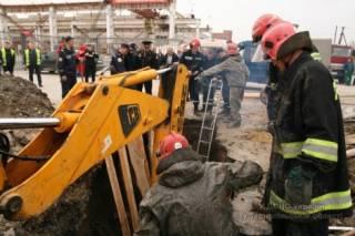 В Тернополе в результате обвала земли в котловане погиб строитель