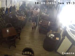 В стельку пьяный брат главаря донецких террористов порезал официанту горло