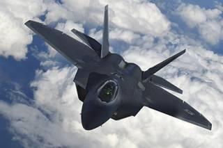 США перебросили в Литву два истребителя F-22