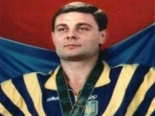 Водителем, устроившим драку с полицейскими в киевском спальнике, оказался первый олимпийский чемпион Украины