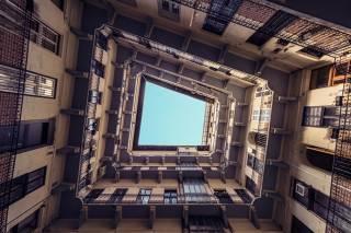 Фотограф умудрился создать тоннели в небо сквозь... столетние дома