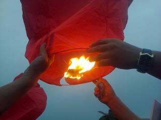 В Киеве отпраздновали 35-летие Савченко летающими фонариками
