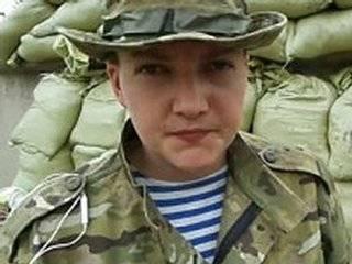 Мать и сестра Савченко направляются в Борисполь, чтобы встречать Надежду. Посадка ожидается где-то через час