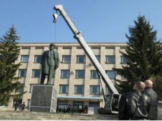 На Полтавщине демонтировали самый сложный памятник Ленину