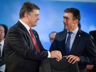 Порошенко сделал бывшего главу НАТО своим нынешним советником