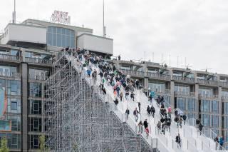 Перед вами одна из самых страннных лестниц в мире