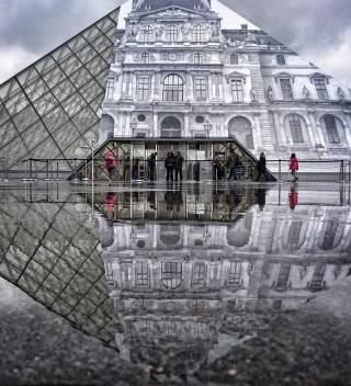 Главный вход в Лувр превратили в... инсталляцию