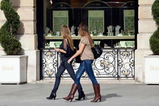 Француженки отказываются от откровенных нарядов, чтобы избежать сексуальных домогательств