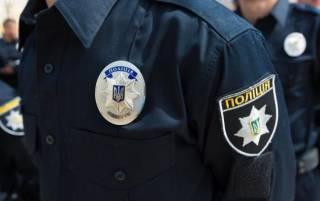 Во Львове пьяный полицейский угрожал пистолетом таксисту, отказываясь платить за проезд
