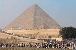 Ученые выяснили, что западная сторона основания пирамиды Хеопса на 14 см длиннее восточной