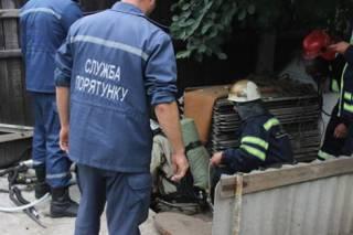 В Черкассах при попытке прочистить канализацию погибли трое человек. В Белоруссии – в два раза больше