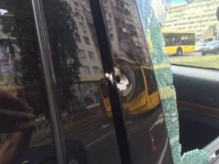 в Киеве мотоциклисты расстреляли водителя внедорожника. Полиция идет свидетелей