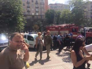 Сторонники создателя «Айдара» отправляют делегацию к Луценко и Порошенко, в то время как Мельничук называет его грабителем