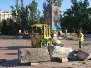 В суровом Николаеве от памятника Ленину решили не оставлять камня на камне