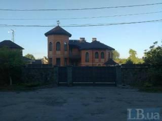В Сети появились фото «скромного» особняка Федорко